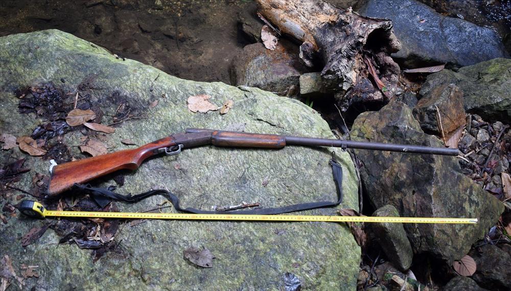 Cây súng tự chế cướp cò khiến ông H. tử vong. Ảnh: Công an cung cấp