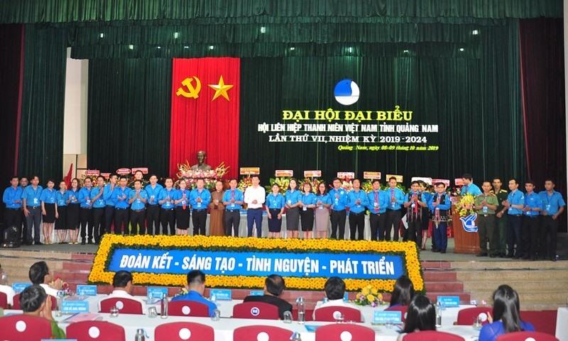 Ủy ban Hội LHTN Việt Nam tỉnh khóa VII (nhiệm kỳ 2019 - 2024) ra mắt đại hội. Ảnh: V.A