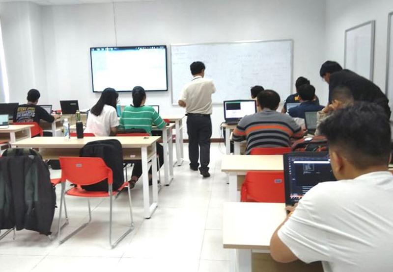 Phần lớn sinh viên sử dụng laptop ở giảng đường. Ảnh: P.C.B