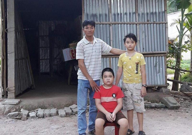 Gia cảnh khốn khó của cha con anh Trần Văn Dũng. Ảnh: LÊ THÔNG