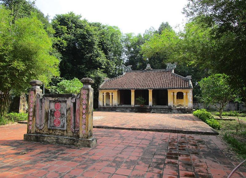Đình làng Thạch Tân. Ảnh: PHÚ BÌNH