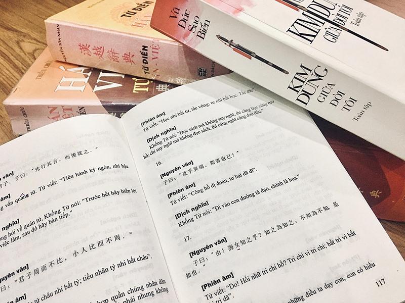 """Trang sách Luận ngữ có dẫn câu trích liên quan đến """"tri chi vi tri chi..."""". Ảnh: H.X.H"""