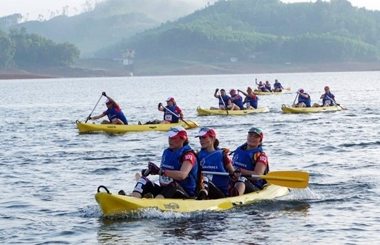 Kayaking in Phu Ninh lake.