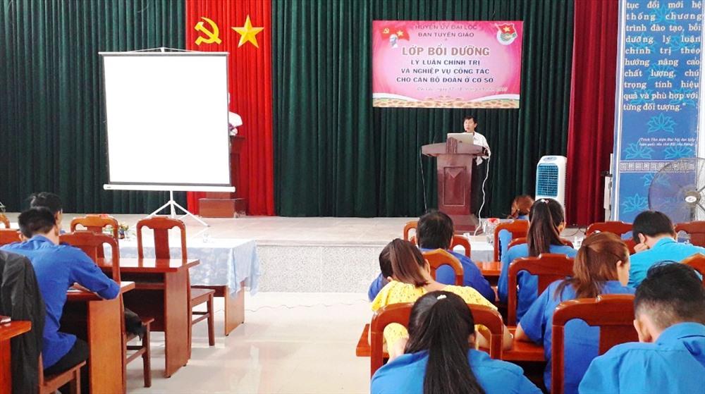 Lớp bồi dưỡng lý luận chính trị và nghiệp vụ công tác cho cán bộ đoàn cơ sở huyện Đại Lộc. Ảnh: THÁI CƯỜNG