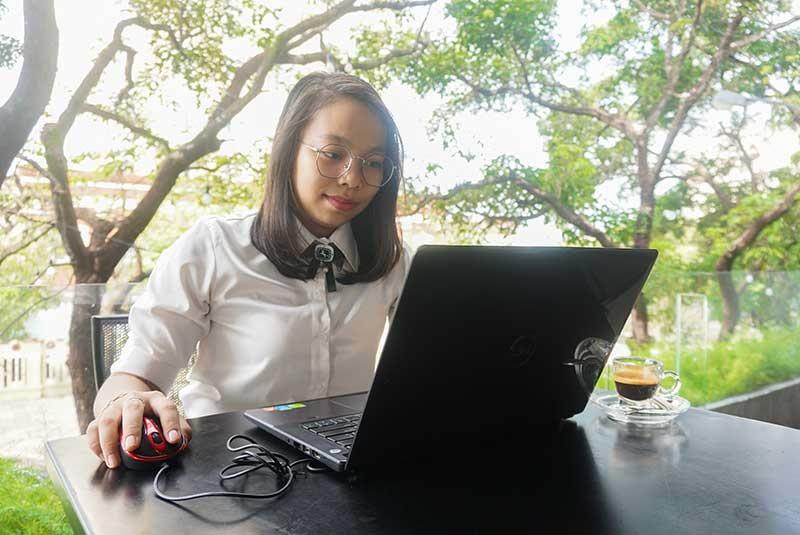 CTV Hòa Tiên thiết kế e-magazine. Ảnh NVCC