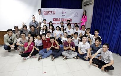 Sinh viên Trường Đại học Duy Tân giao lưu với đoàn sinh viên Trường Đại học Rangsit - Thái Lan. Ảnh: N.T.B