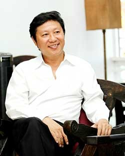 Nhà thiết kế Sĩ Hoàng. Ảnh: NVCC