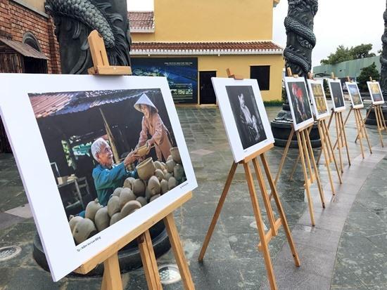 Triển lãm ảnh của Câu lạc bộ Nhiếp ảnh Quảng Nam - Đà Nẵng tại Công viên Ấn tượng Hội An.