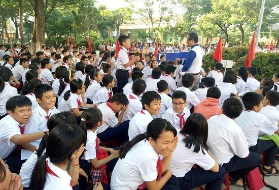 Học sinh Trường THCS Nguyễn Bỉnh Khiêm hào hứng với chương trình. Ảnh: C.T