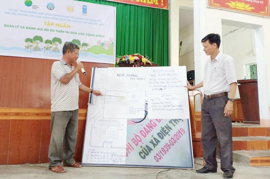 Hướng dẫn kỹ thuật xây dựng nhà ở cho người dân. Ảnh: P.V