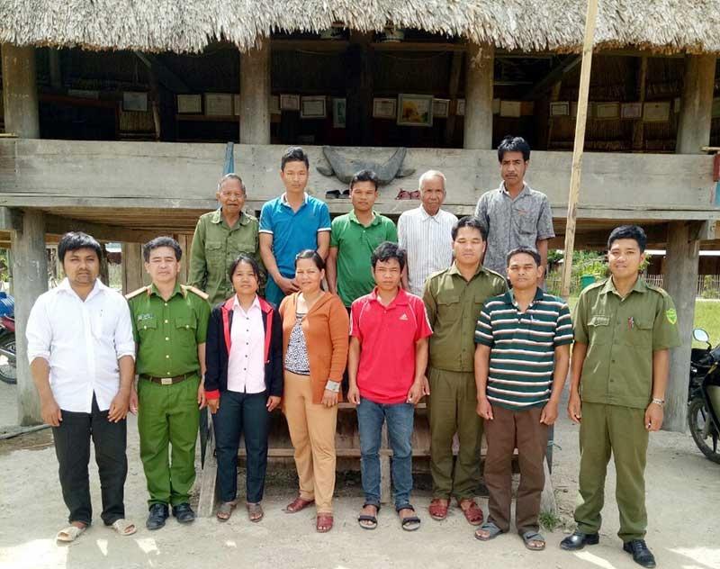 Lực lượng công an đến tận bản, làng gặp gỡ vận động bà con tham gia phong trào Toàn dân bảo vệ ANTQ. Ảnh: V.KIM
