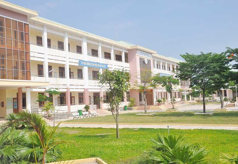 Trường THPT Hùng Vương (Thăng Bình) là một trong 17 trường đạt chuẩn quốc gia. Ảnh: X.P