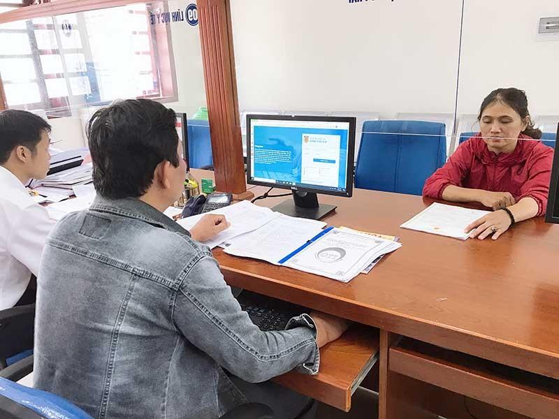 Việc áp dụng phần mềm quản lý hộ tịch giúp cải cách hành chính hiệu quả, thuận tiện cho người dân làm thủ tục liên quan. Ảnh: H.H