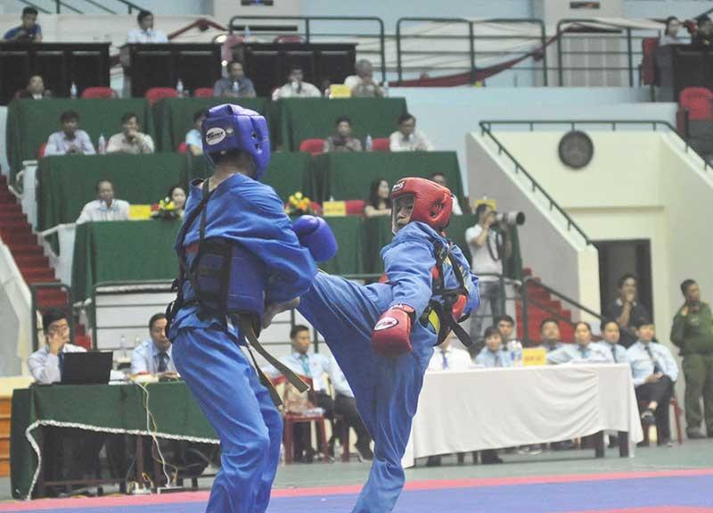 Nguyễn Miên (bên phải) thi đấu xuất sắc trong trận chung kết và giành chiến thắng. Ảnh: T.V