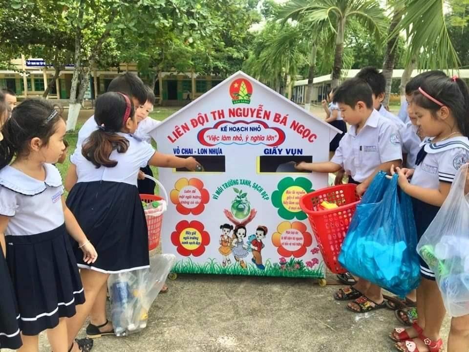 """Mô hình """"Ngôi nhà kế hoạch nhỏ"""" của Trường Tiểu học Nguyễn Bá Ngọc. Ảnh: B.T"""