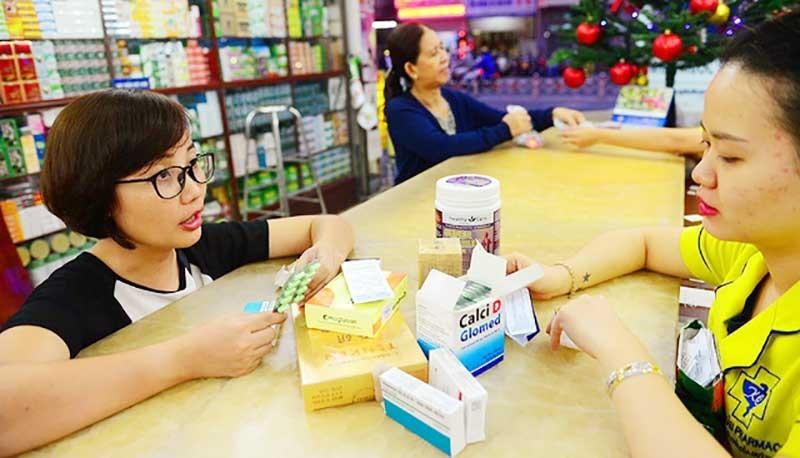 Việc mua bán thuốc hiện nay được thực hiện rất dễ dàng tại các nhà thuốc tư nhân. Ảnh: Minh họa