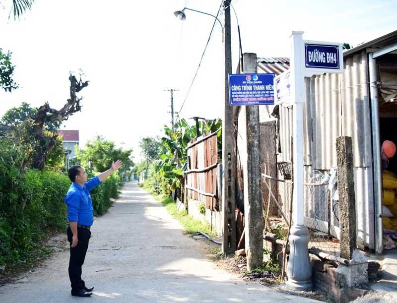 Tuyến đường thắp sáng đường quê của chi đoàn thôn Nhị Dinh 1 (xã Điện Phước, thị xã Điện Bàn). Ảnh: THÁI CƯỜNG