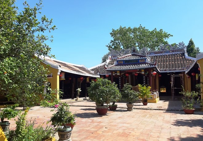 An overall view of Cam Pho communal house. Photo: thanhnien.vn