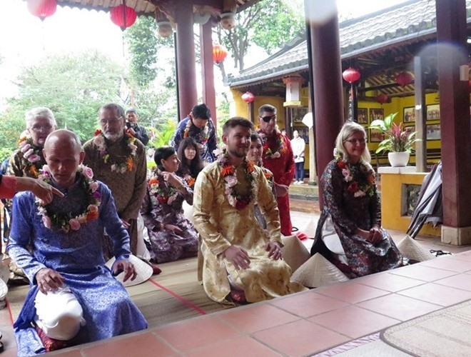 Lunar New Year at Cam Pho communal house. Photo: thanhnien.vn