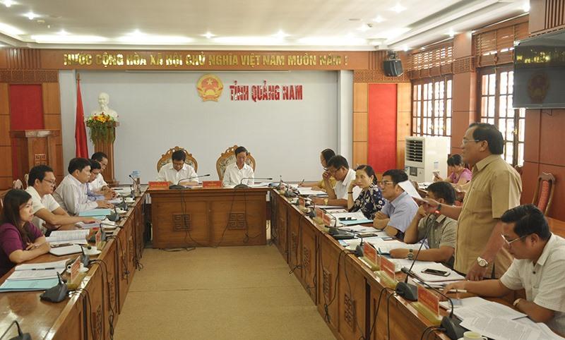 Thường trực HĐND tỉnh họp cho ý kiến góp ý vào Đề án tổng thể sắp xếp đơn vị hành chính cấp xã trên địa bàn tỉnh giai đoạn 2019 - 2021 do Sở Nội vụ soạn thảo. Ảnh: Đ.C