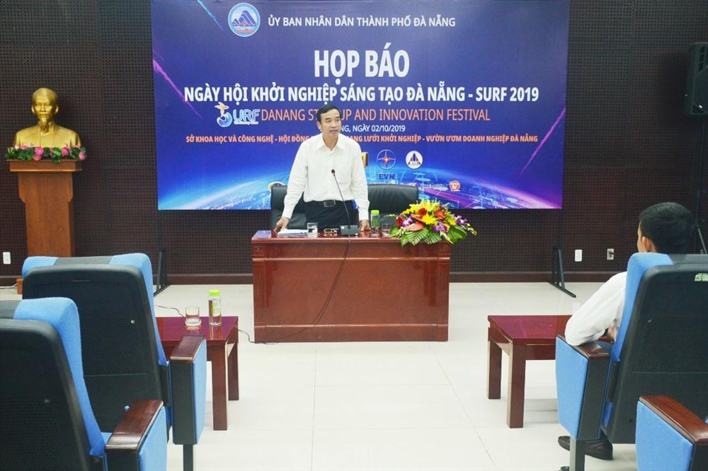 Phó Chủ tịch UBND TP.Đà Nẵng Lê Trung Chinh chủ trì buổi họp báo. Ảnh: Q.T