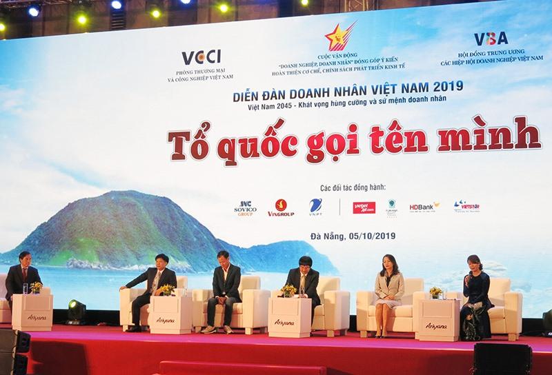 Đối thoại chính sách, ký kết hợp tác... là những nội dung quan trọng diễn ra tại Diễn đàn doanh nhân 2019 tổ chức tại Đà Nẵng vừa qua. Ảnh: T.D