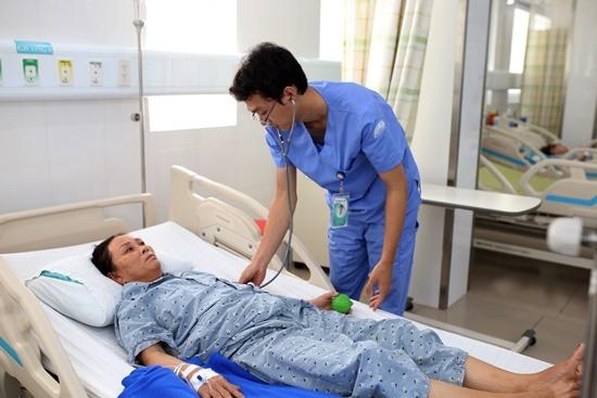 Bệnh nhân Trần Thị Bông đang được điều trị tại Bệnh viện Đa khoa Gia Đình.