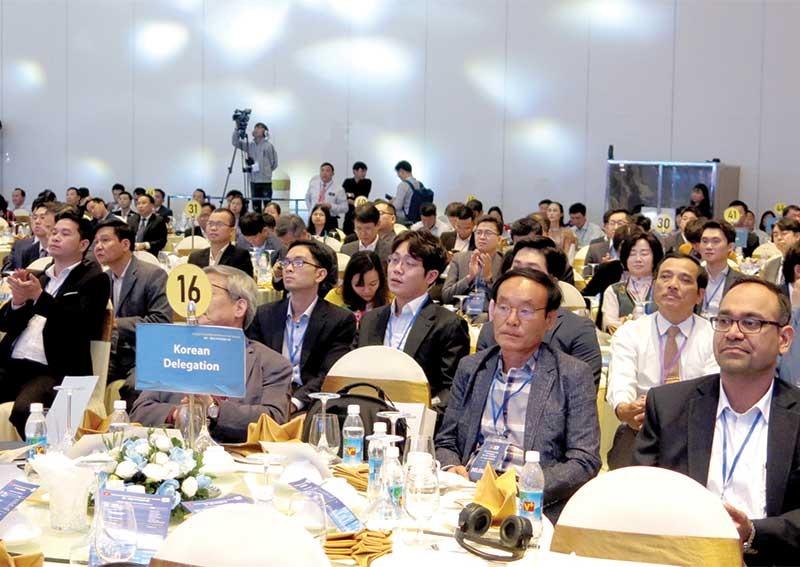 Quang cảnh Hội nghị thượng đỉnh kinh doanh Việt - Hàn và lễ ký kết biên bản ghi nhớ hợp tác, liên kết kinh doanh giữa doanh nghiệp hai nước. Ảnh: T.D