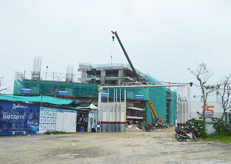 Nhiều dự án du lịch ven biển Điện Bàn chậm tiến độ. Ảnh: V.L