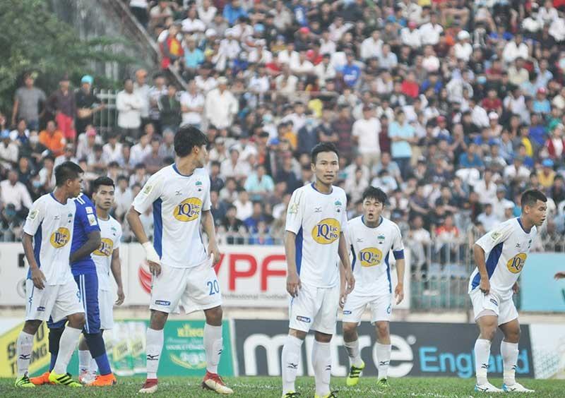 Hoàng Anh Gia Lai sở hữu nhiều tài năng và sau lưng đội bóng luôn thu hút lượng khán giả đông đảo song lại không có thành tích tốt như Hà Nội. Ảnh: A.S