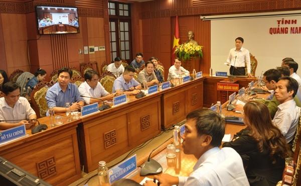 Phó Chủ tịch UBND tỉnh Trần Văn Tân phát biểu tại hội nghị sáng 1.11. Ảnh: N.Đ