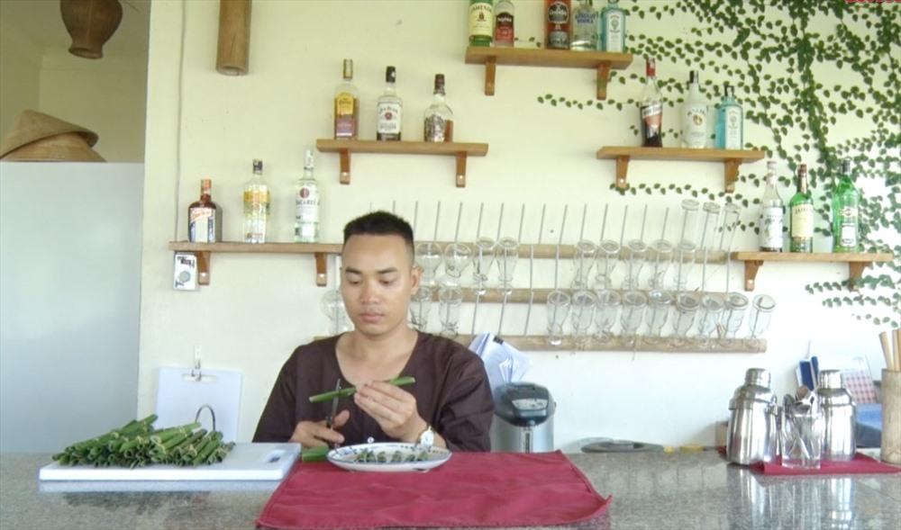 Nhiều nhà hàng ở TP.Hội An bắt đầu áp dụng các giải pháp thay thế ống hút nhựa bằng ống hút giấy, ống hút gạo, lá chuối... Ảnh: PHAN VINH