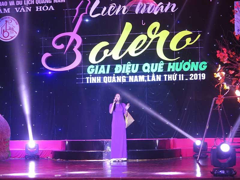 Liên hoan bolero - giai điệu quê hương thu hút khá đông sự tham dự của các thí sinh trên toàn tỉnh. Ảnh: L.Q