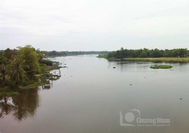 Ngã ba sông Tam Kỳ. Góc trên bên phải là phía bắc làng Tịch An Đông xưa. Ảnh: Phú Bình