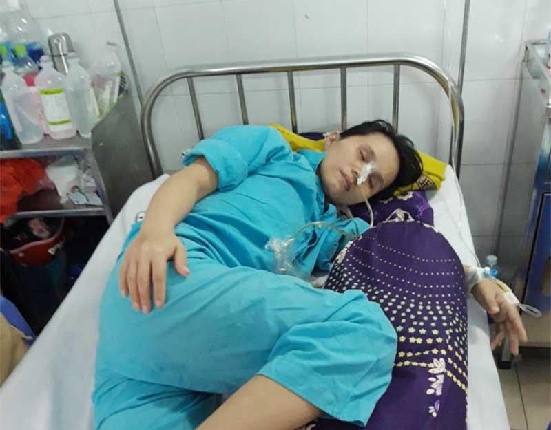 Chị Trần Thị Thùy Trang, mang căn bệnh ung thư dạ dày đã di căn vào cơ thể, hiện đang điều trị tại Khoa Ngoại tiêu hóa – Bệnh viện Đa khoa Đà Nẵng. Ảnh: T.N