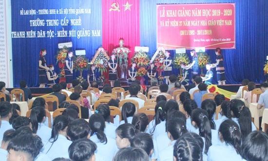 Lễ khai giảng năm học mới và kỷ niệm 37 năm ngày Nhà giáo Việt Nam. Ảnh: D.L