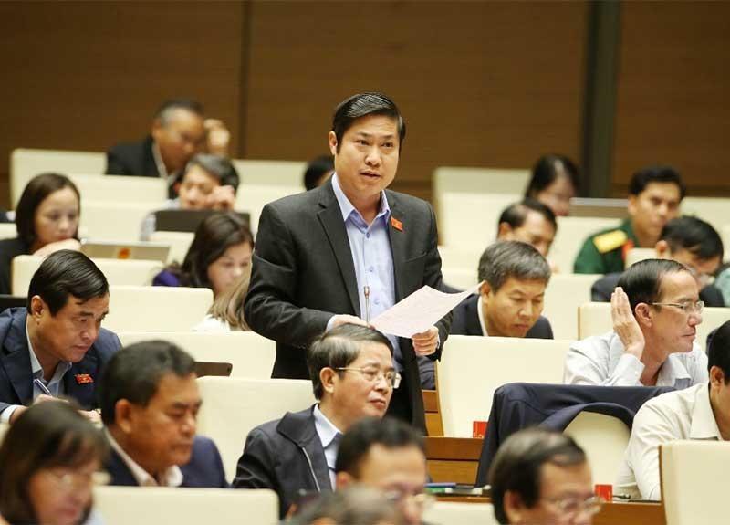 Đại biểu Phan Thái Bình - Phó Trưởng đoàn Đại biểu Quốc hội tỉnh thảo luận tại hội trường Quốc hội. Ảnh: V.H