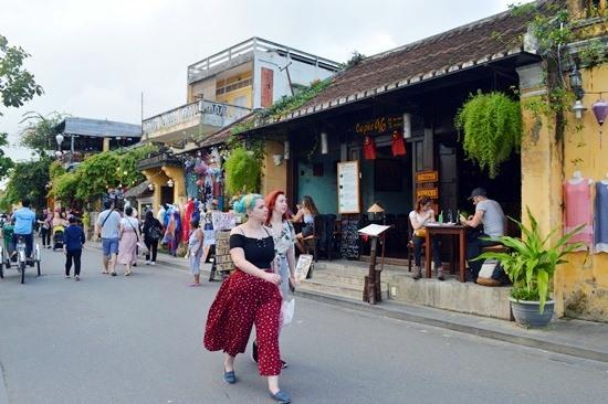 TP.Hội An miễn phí vé tham quan phố cổ trong ngày 4.12. Ảnh: KHÁNH LINH