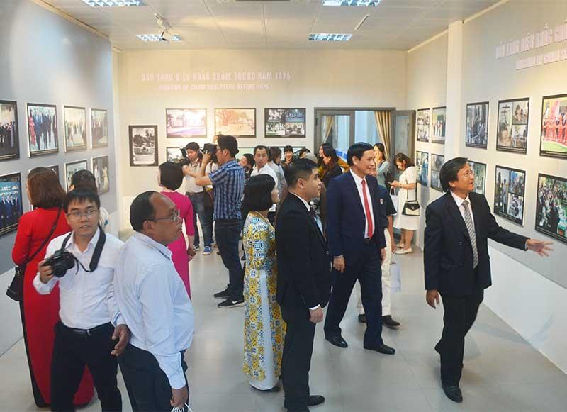 Không gian trưng bày phục vụ du khách tham quan nhân dịp kỷ niệm 100 năm thành lập Bảo tàng Điêu khắc Chăm Đà Nẵng (1919 - 2019). Ảnh: Q.T