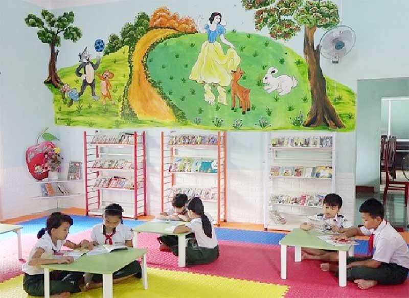 """Một góc """"Thư viện thân thiện"""" của Trường Tiểu học Nguyễn Thành. Ảnh: SƯƠNG TÂN"""