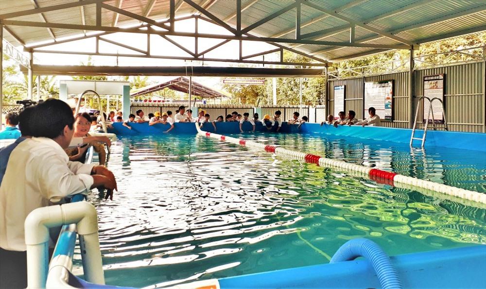 Đưa vào sử dụng hồ bơi Trường Tiểu học & THCS Võ Chí Công. Ảnh: MINH THÔNG