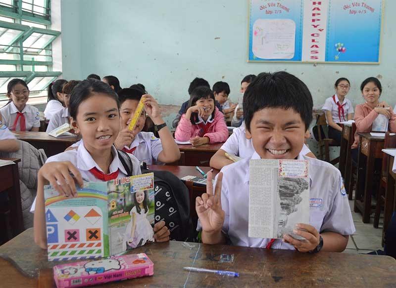 """Học sinh Trường THCS Nguyễn Bỉnh Khiêm """"Nói không với rác thải nhựa"""". Ảnh: K.L"""