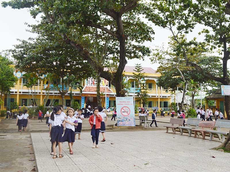Trường Tiểu học Bùi Chát đưa giáo dục môi trường vào trường học.