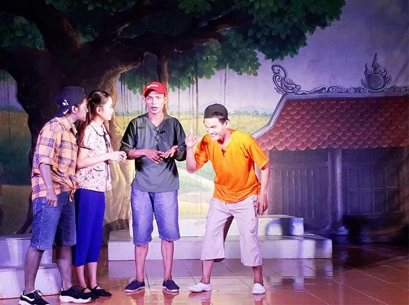 Lực lượng trẻ trên sân khấu ca kịch Quảng Nam. Ảnh: Đ.T