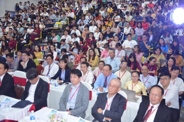 Hơn 500 đại biểu tham dự hội nghị. Ảnh: N.T.B