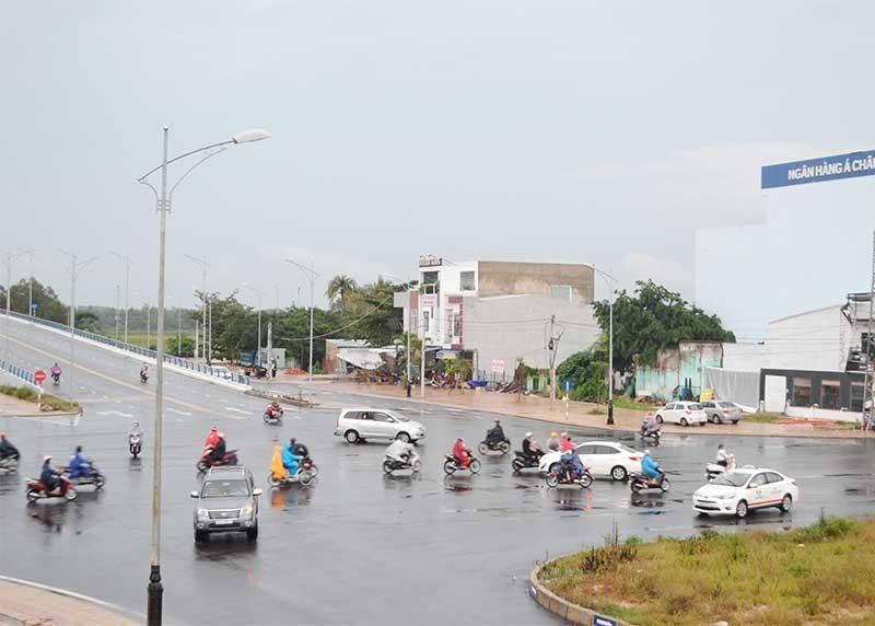 Do không có đèn tín hiệu điều khiển giao thông, nút giao Điện Biên Phủ - Phan Châu Trinh rất dễ xảy ra va chạm giao thông. Ảnh: C.T