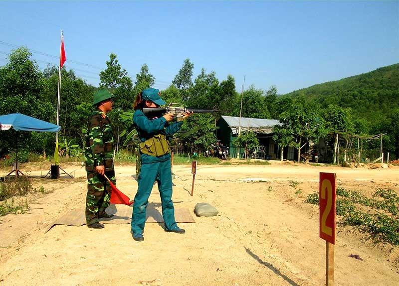 Huyện Duy Xuyên luôn chú trọng công tác huấn luyện cho lực lượng dân quân tự vệ. Ảnh: T.P