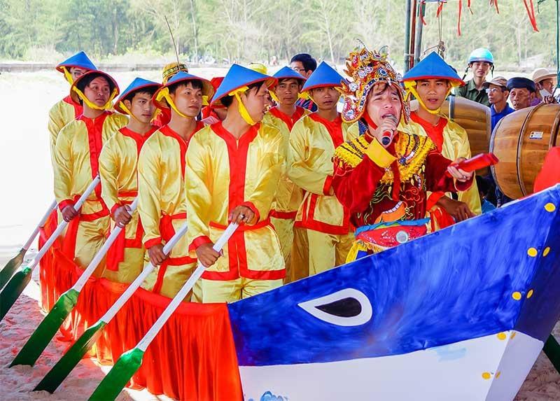Lễ cầu ngư biển Tam Thanh - một trong những loại hình văn hóa phi vật thể gắn với biển đảo. Ảnh: PHƯƠNG THẢO