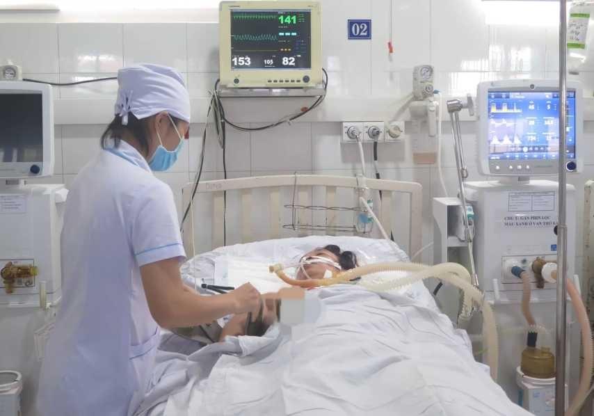 Chị Vân hiện được điều trị tại Khoa Hồi sức tích cực - chống độc, Bệnh viện Đa khoa Quảng Nam. Ảnh: X.H