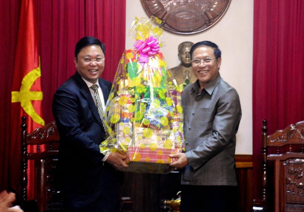 Quang Nam leader visits Lao Consul General in Da Nang city